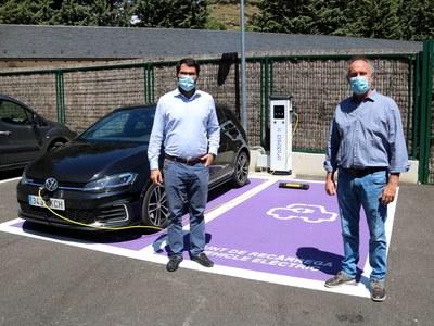 Llavorsí inaugura el primer punt de recàrrega de vehicles elèctrics del Pallars Sobirà d'Endesa X.
